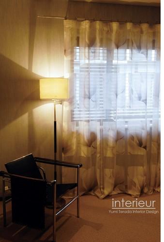 寝室窓interieurロゴ入り.jpg